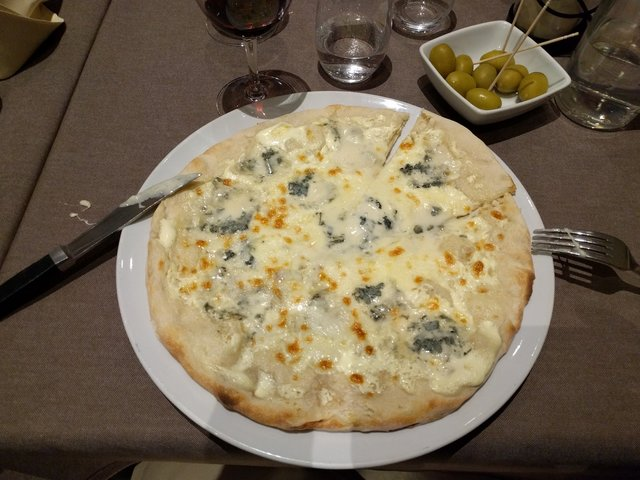 Gorgonzola Pizza at La Sardegna, Berlin